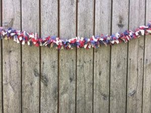 How to make a farmhouse garland for Independence Day